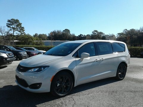 Luxury White Pearl 2019 Chrysler Pacifica Touring Plus