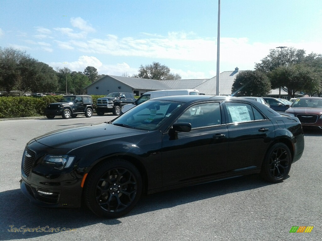Gloss Black / Black Chrysler 300 S