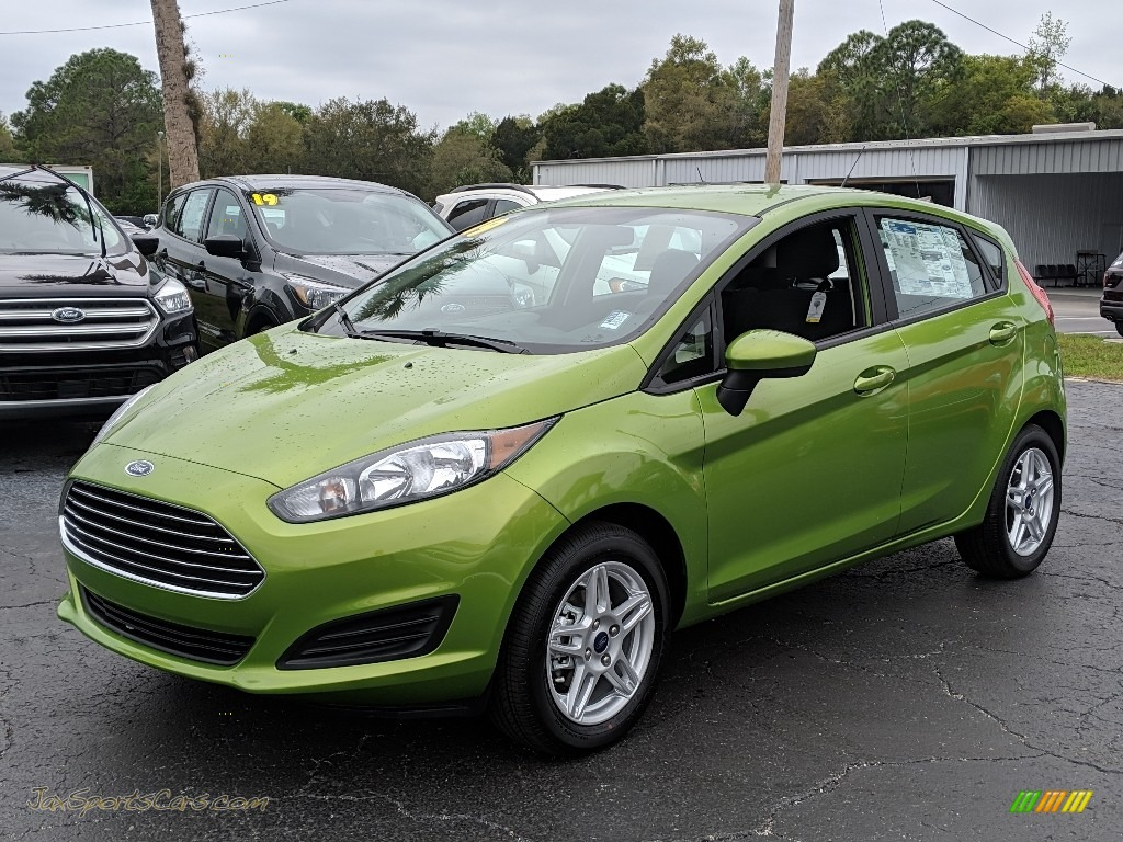 2019 Fiesta SE Hatchback - Outrageous Green / Charcoal Black photo #1