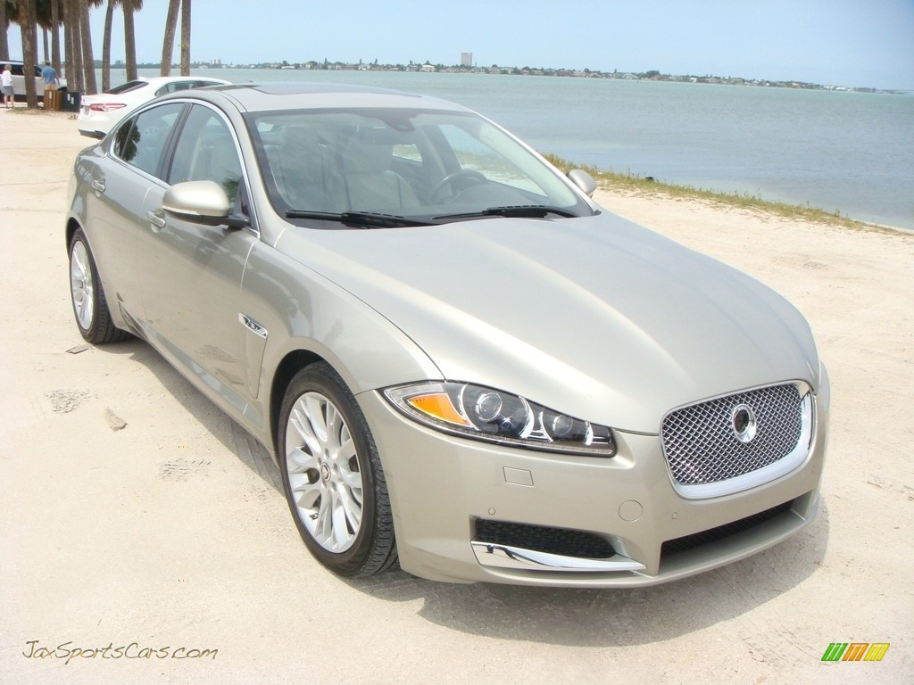 Cashmere Metallic / Ivory/Warm Charcoal Jaguar XF 3.0