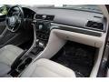 Volkswagen Passat SE Platinum Gray Metallic photo #17