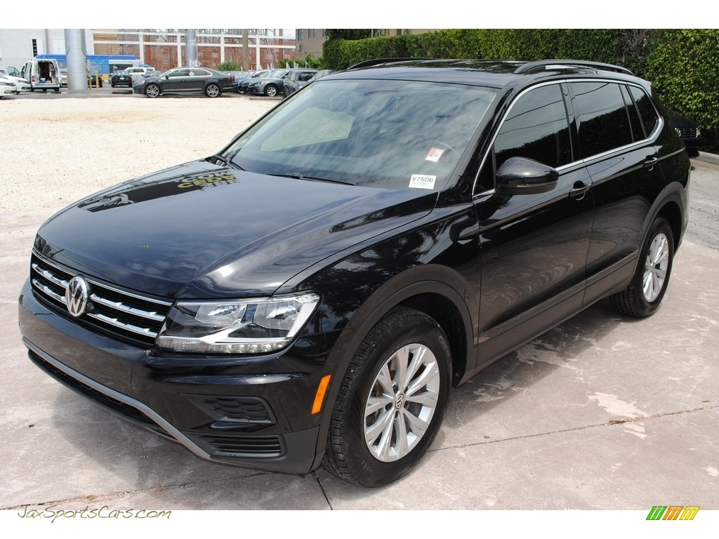 2019 Tiguan SE - Deep Black Pearl / Titan Black photo #1