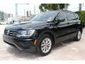 Volkswagen Tiguan SE Deep Black Pearl photo #4