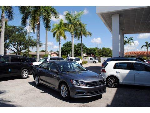 Platinum Gray Metallic 2018 Volkswagen Passat S