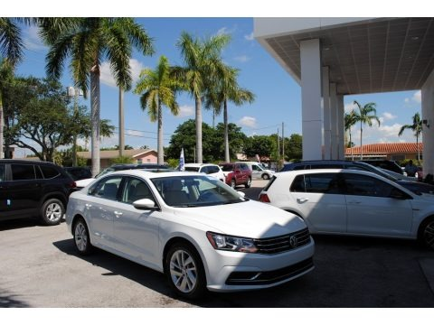 Pure White 2018 Volkswagen Passat SE