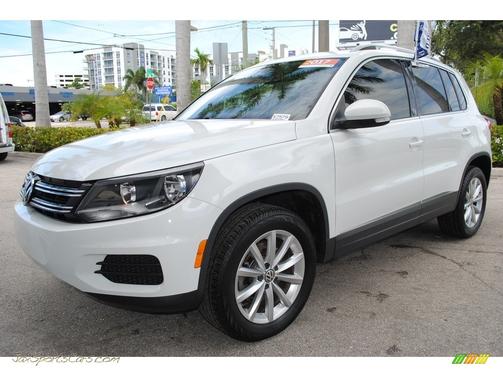 2017 Tiguan Wolfsburg - Pure White / Charcoal photo #5