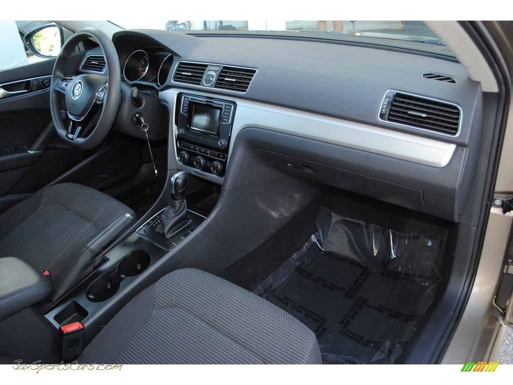 2016 Passat S Sedan - Titanium Beige / Titan Black photo #16