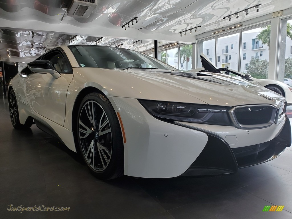 2015 i8 Giga World - Crystal White Pearl Metallic / Giga Ivory White photo #1