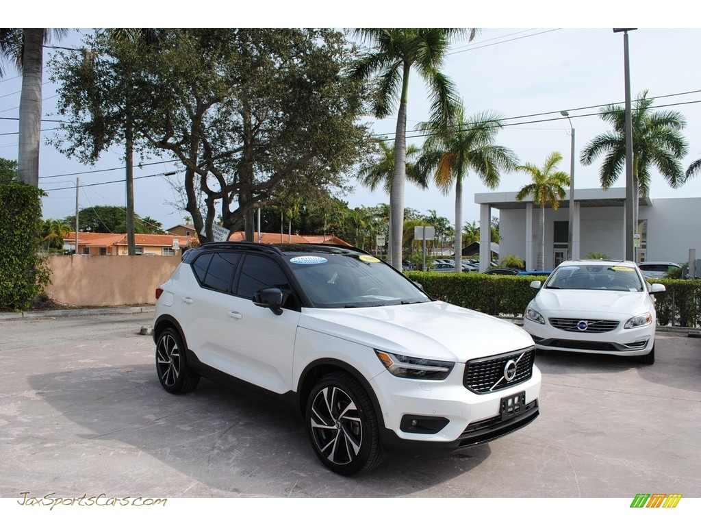 Crystal White Metallic / Charcoal Volvo XC40 T5 R-Design AWD