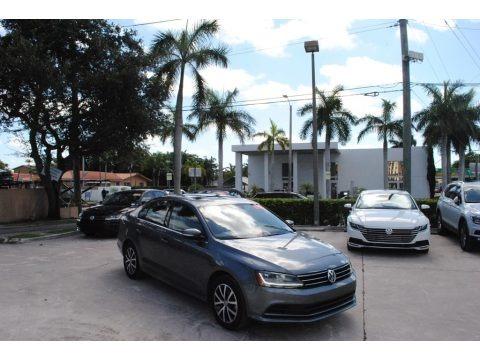 Platinum Gray Metallic 2017 Volkswagen Jetta SE