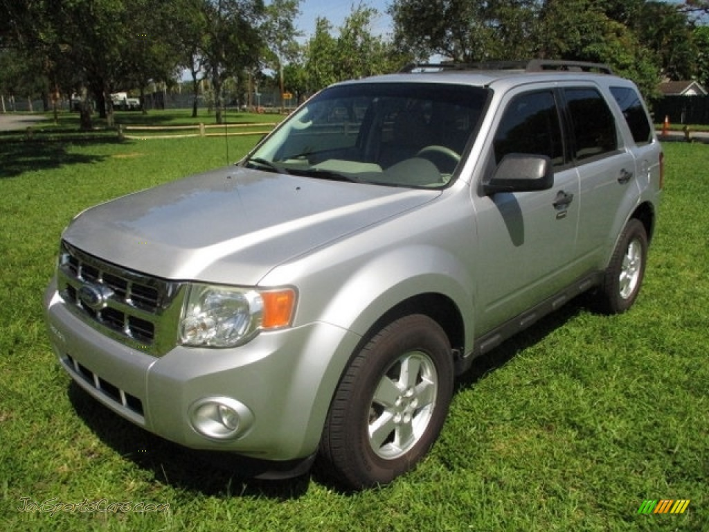 2010 Escape XLT V6 - Ingot Silver Metallic / Stone photo #1