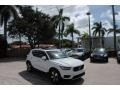 Volvo XC40 T5 Momentum AWD Ice White photo #1