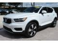 Volvo XC40 T5 Momentum AWD Ice White photo #5