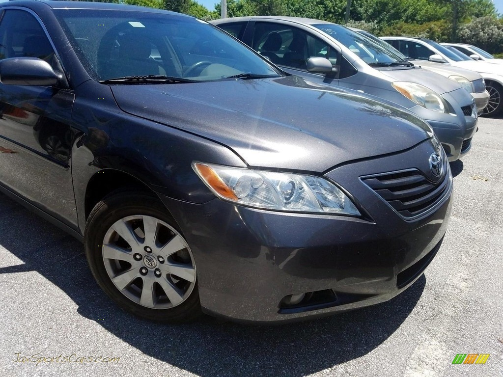 Magnetic Gray Metallic / Ash Toyota Camry XLE V6