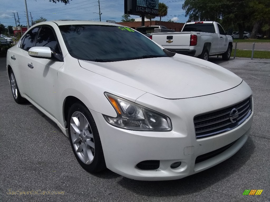 2010 Maxima 3.5 S - Winter Frost White / Charcoal photo #1
