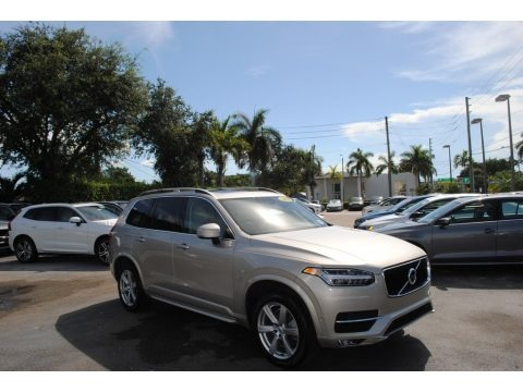 Luminous Sand Metallic 2018 Volvo XC90 T6 AWD Momentum