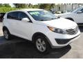 Kia Sportage LX Clear White photo #2