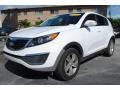 Kia Sportage LX Clear White photo #5