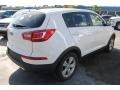 Kia Sportage LX Clear White photo #9