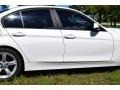 BMW 3 Series 320i Sedan Alpine White photo #12