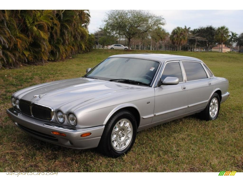 2001 XJ XJ8 L - Platinum Silver Metallic / Dove Grey photo #1