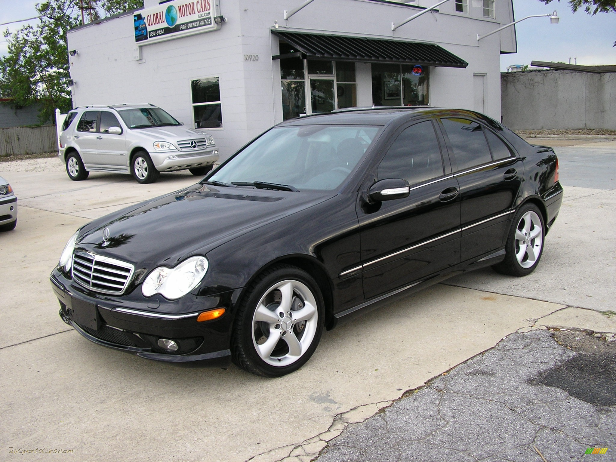 2005 mercedes benz c 230 kompressor sedan in black photo. Black Bedroom Furniture Sets. Home Design Ideas