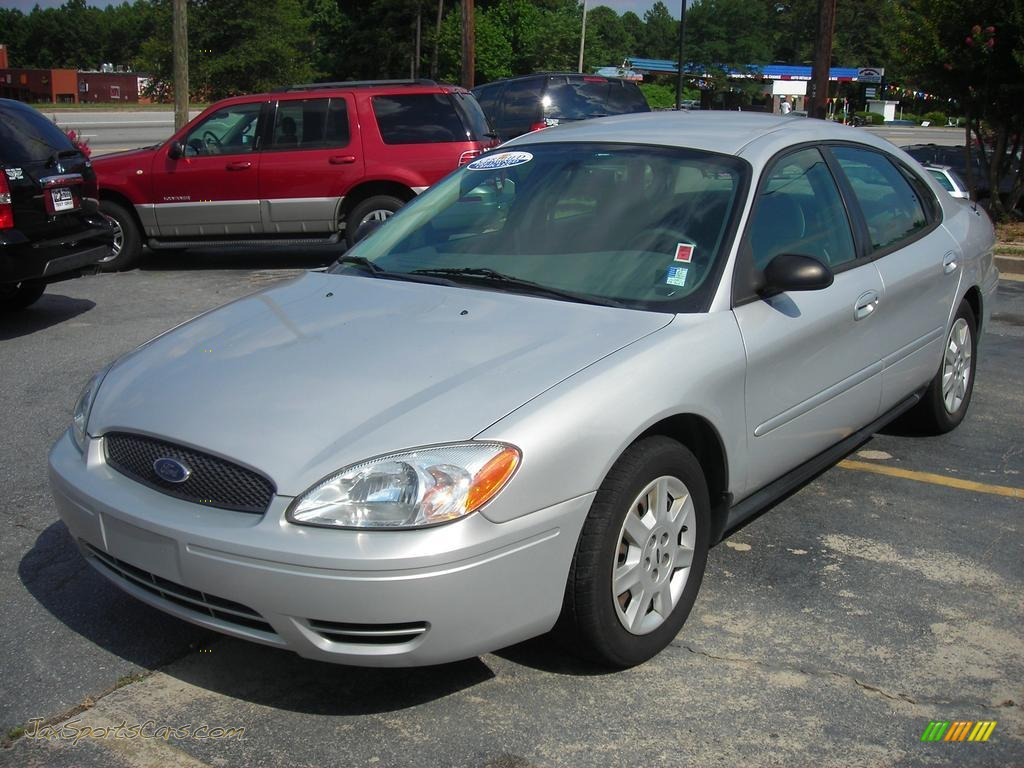 2007 Ford Taurus Se In Silver Frost Metallic 117497