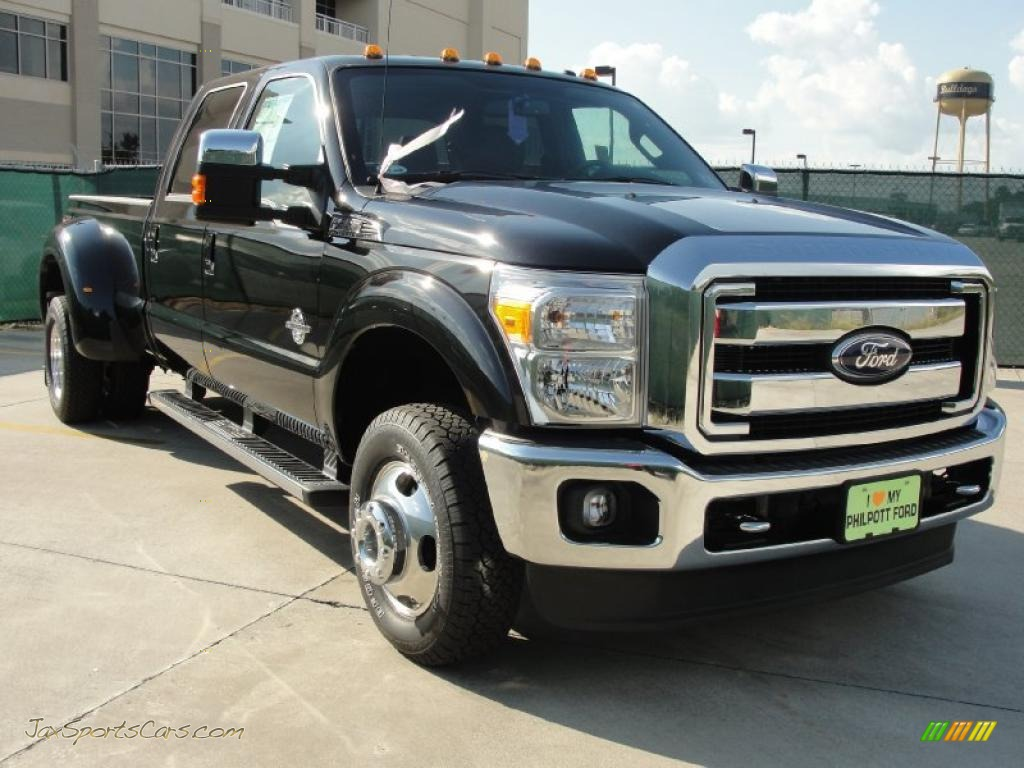 2011 F350 Super Duty Lariat Crew Cab 4x4 Dually - Tuxedo Black / Black