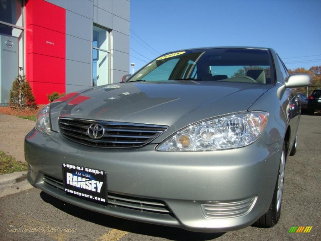 2005 Toyota Camry Le In Mineral Green Opalescent 632854