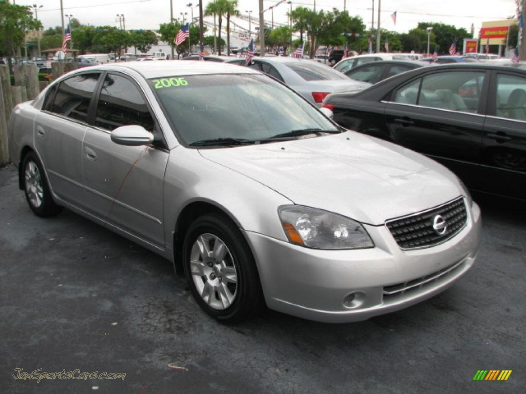 Perfect Sheer Silver Metallic / Charcoal Nissan Altima 2.5 S Special Edition