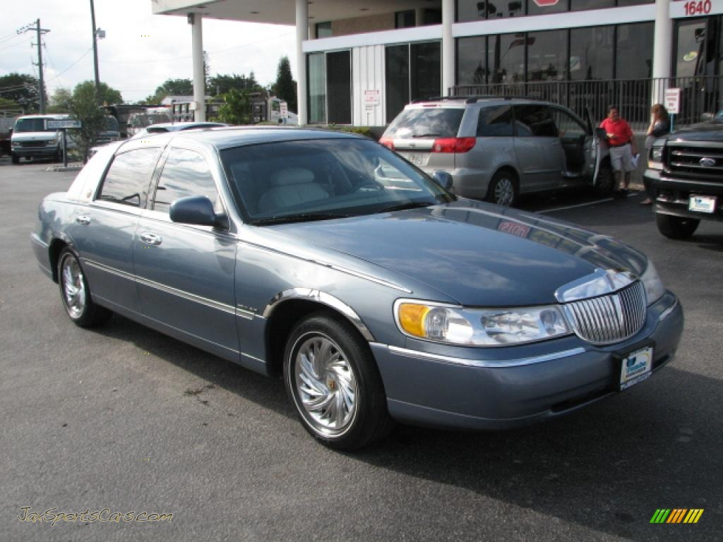 2000 lincoln town car executive in graphite blue metallic 765595 jax sports cars cars for. Black Bedroom Furniture Sets. Home Design Ideas