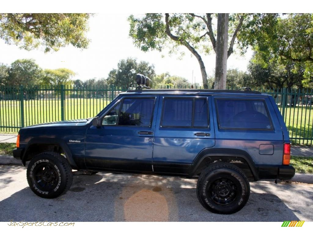 1994 Cherokee Sport   Dark Montego Blue Pearl Metallic / Beige Photo #4