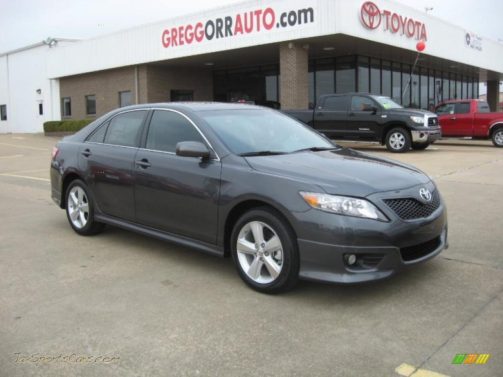 2011 Toyota Camry SE in Magnetic Gray Metallic 200780