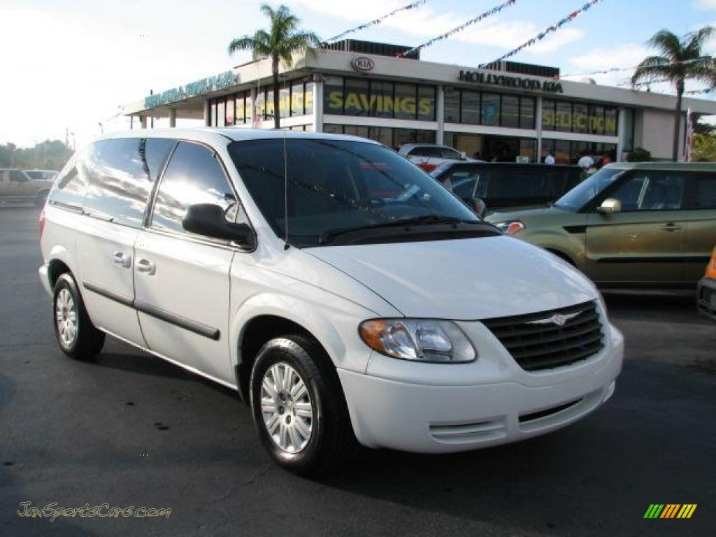 2005 chrysler town country lx in stone white 103405 for Stone s town country motors