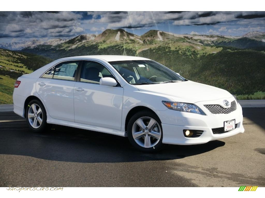 2011 toyota camry se in super white 668842 jax sports cars cars for sale in florida. Black Bedroom Furniture Sets. Home Design Ideas