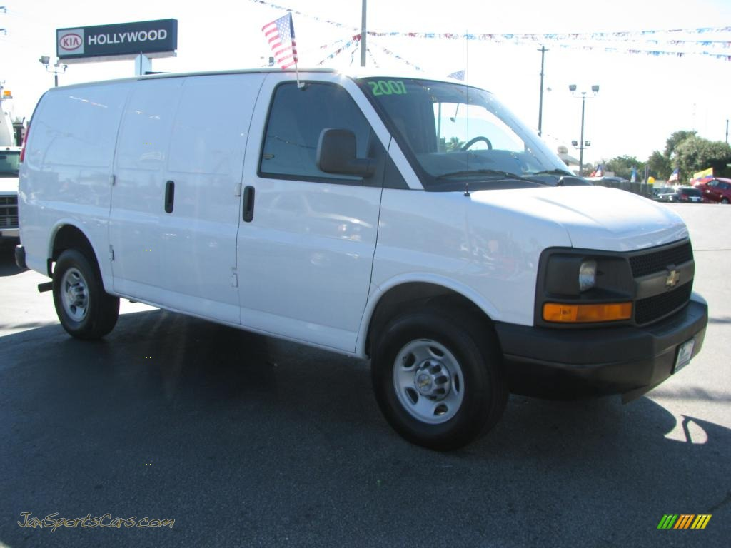 Summit white medium pewter chevrolet express 3500 cargo van
