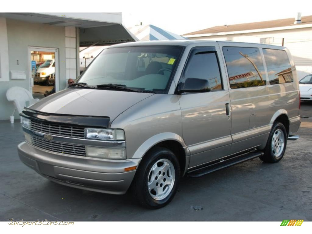Light autumnwood metallic medium gray chevrolet astro ls passenger van