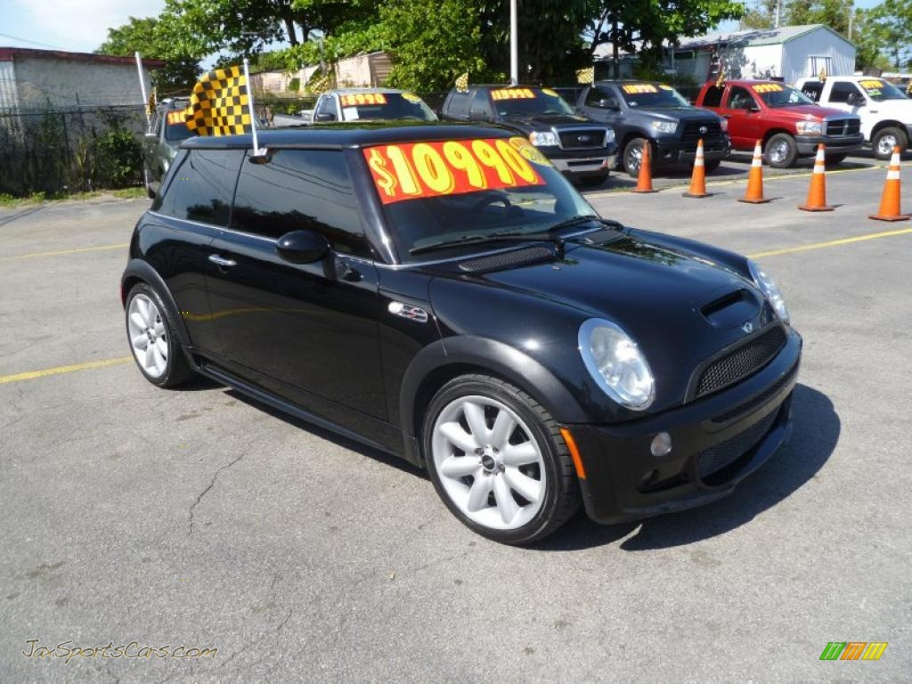 2004 mini cooper s hardtop in jet black d82776 jax sports cars cars for sale in florida. Black Bedroom Furniture Sets. Home Design Ideas