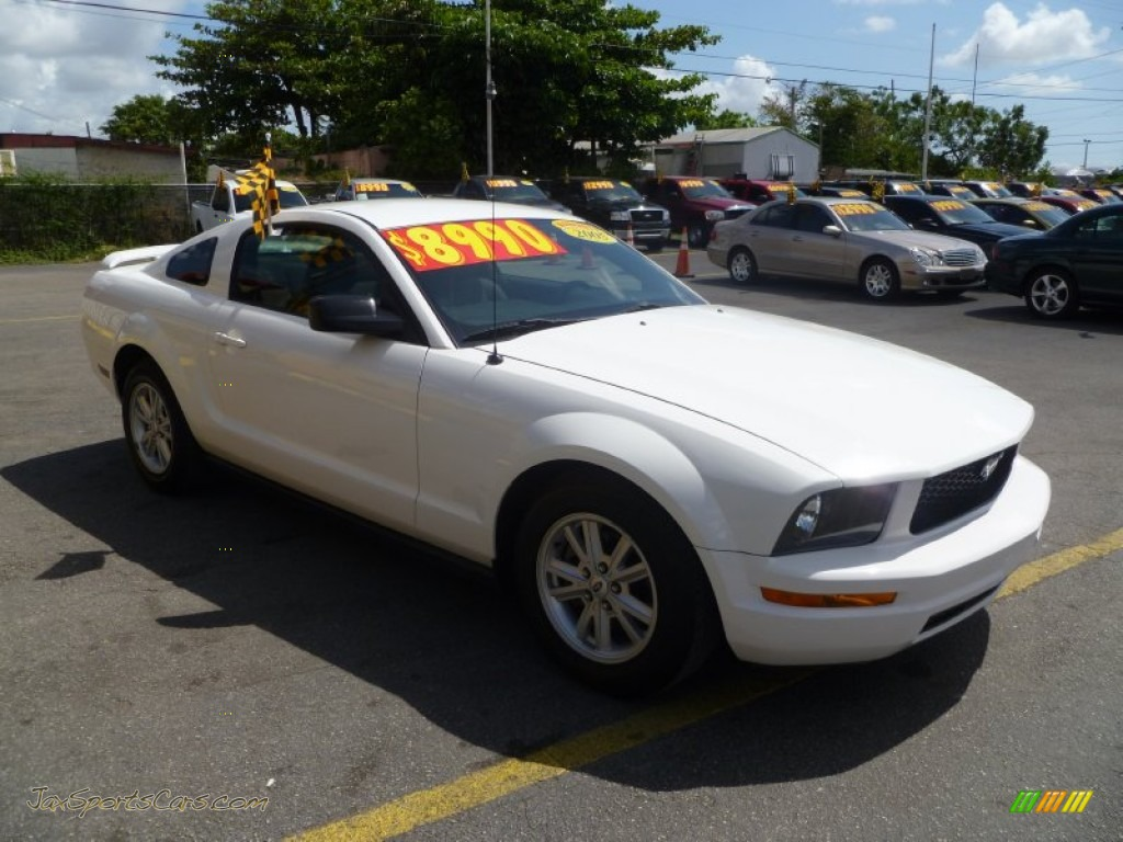 2005 ford mustang v6 deluxe coupe in performance white 150071 jax sports cars cars for. Black Bedroom Furniture Sets. Home Design Ideas