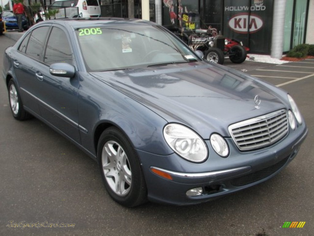 2005 mercedes benz e 320 cdi sedan in platinum blue for Platinum mercedes benz