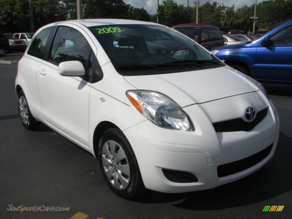 2009 toyota yaris 3 door liftback in polar white 237514 jax sports cars cars for sale in. Black Bedroom Furniture Sets. Home Design Ideas