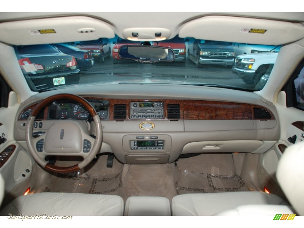 2001 lincoln town car cartier in ivory parchment tri coat photo 6 703278 jax sports cars. Black Bedroom Furniture Sets. Home Design Ideas