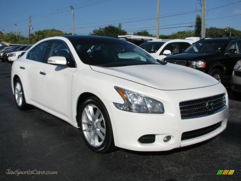 2009 nissan maxima 35 s in winter frost white 806152 jax winter frost white charcoal nissan maxima 35 s vanachro Choice Image