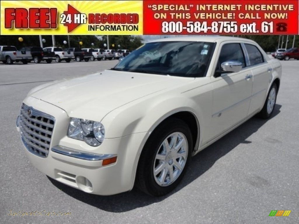 2009 chrysler 300 c hemi in cool vanilla white 552695 jax sports cars cars for sale in florida. Black Bedroom Furniture Sets. Home Design Ideas