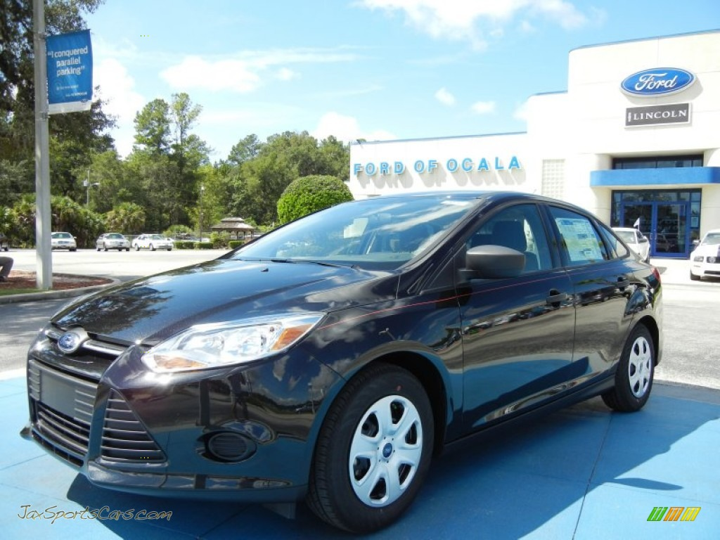 ford focus  sedan  tuxedo black  jax sports cars cars  sale  florida