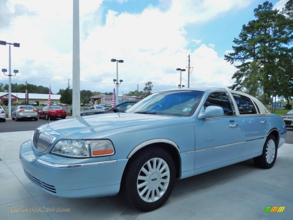 2005 Lincoln Town Car Signature In Light Ice Blue Metallic