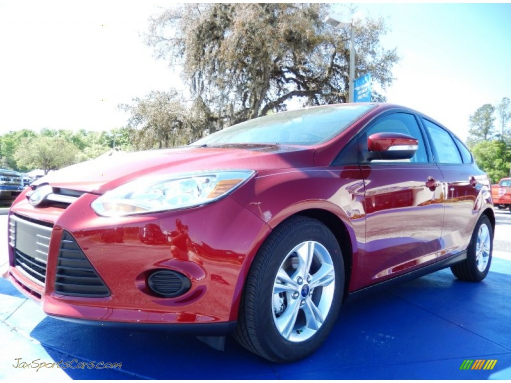 2014 ford focus se hatchback in ruby red 262767 jax sports cars cars for sale in florida. Black Bedroom Furniture Sets. Home Design Ideas